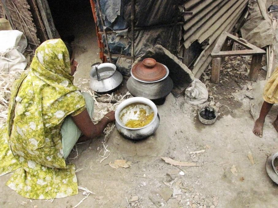 Wook.pt - Bangladesh pela autora. Fotos não incluídas no livro.